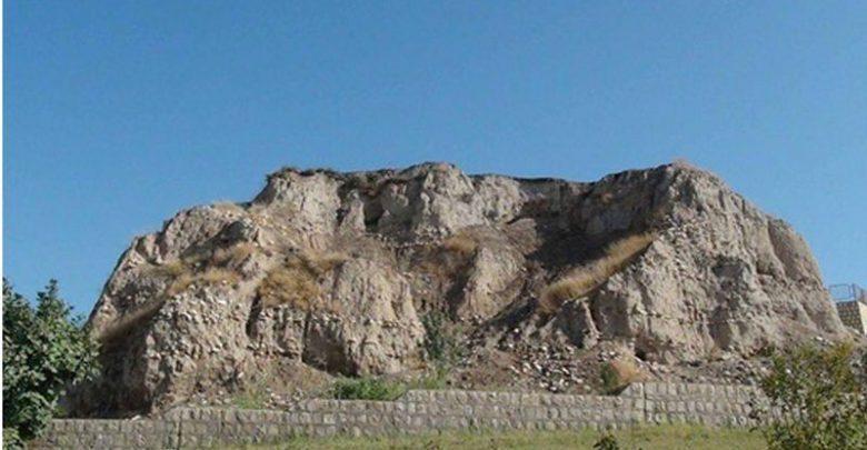 لایه نگاری در یکی از شاخص ترین تپه های باستانی زاگرس مرکزی