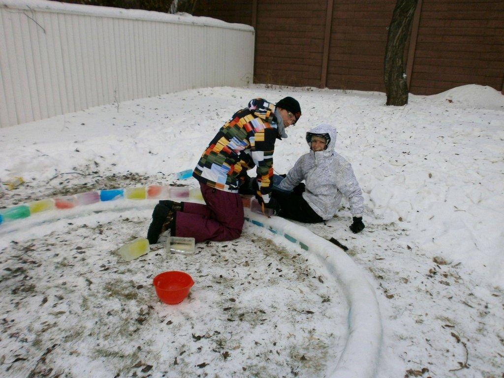 چیزی که این زوج جوان در یک روز سر برفی در محوطه پشتی منزلشان ساختند، باعث حسادت خیلی ها خواهد شد