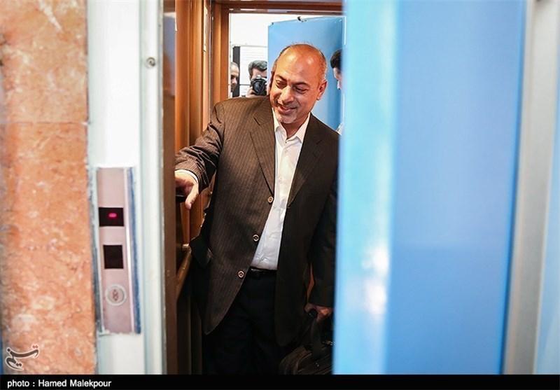 امیری: رایزنی سعادتمند برای پرداخت بدهی های استقلال اقدام مثبتی است، در این شرایط اشغال کردن پست در باشگاه را خیانت می دانم