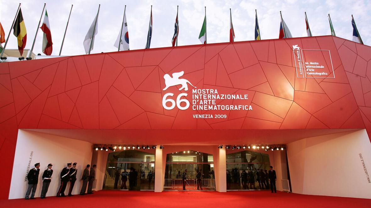 خبرنگاران جشنواره فیلم ونیز بر سر دوراهی لغو و برگزاری