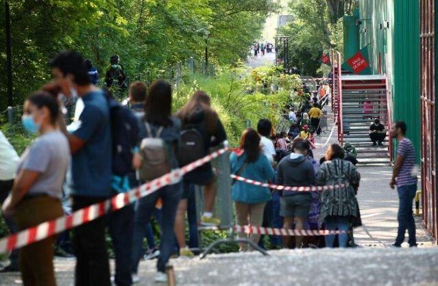عجیب اما واقعی ، صف 1000 متری قربانیان کرونا در سوئیس برای بسته غذایی رایگان