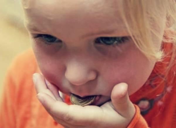 اولین اقدام شما بعد از قورت دادن سکه توسط کودک
