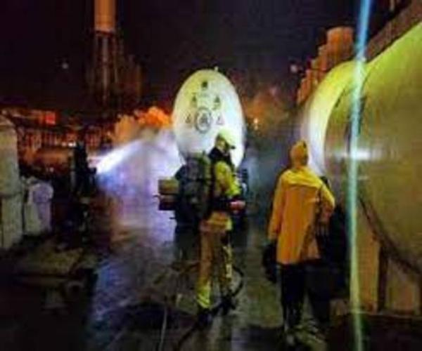 رفع نشت شدید از تانکر حمل آمونیاک در بزرگراه آسیایی مشهد